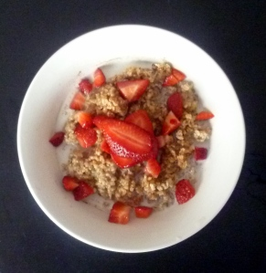 strawberry cinnamon flax steel cut oats