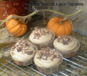 snickers caramel apple cupcakes
